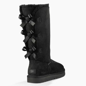 UGG BAILEY BOW TALL II BOOT size 6 black
